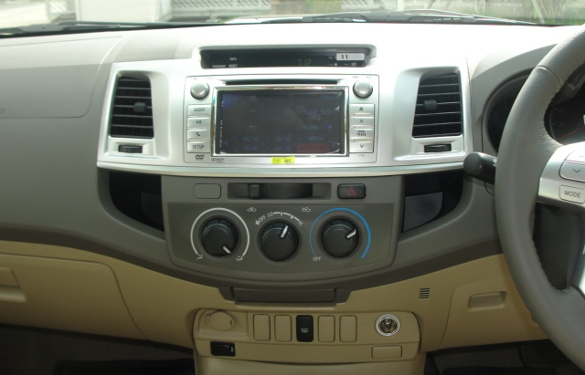 Toyota Vigo 2012 - 2012 toyota hilux vigo minor change interior