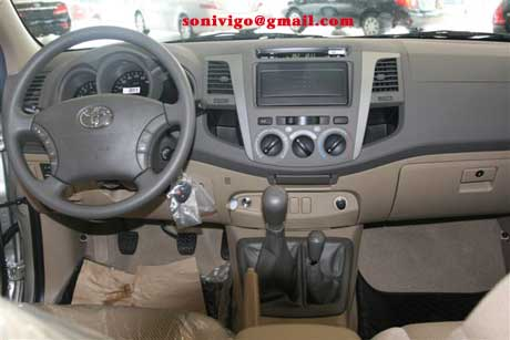 "15"" in LHD Vigo and 17"" in RHD Vigo 2009. interior front of LHD Toyota Hilux"