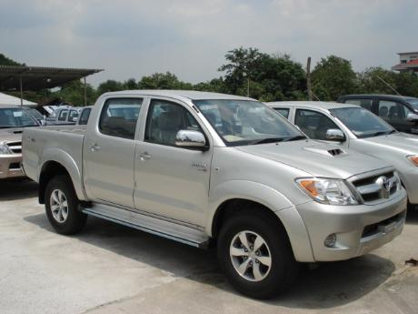 new Toyota Hilux Vigo Double Cab 4x4 E at Thailand's top Toyota Hilux Vigo dealer Soni Motors Thailand
